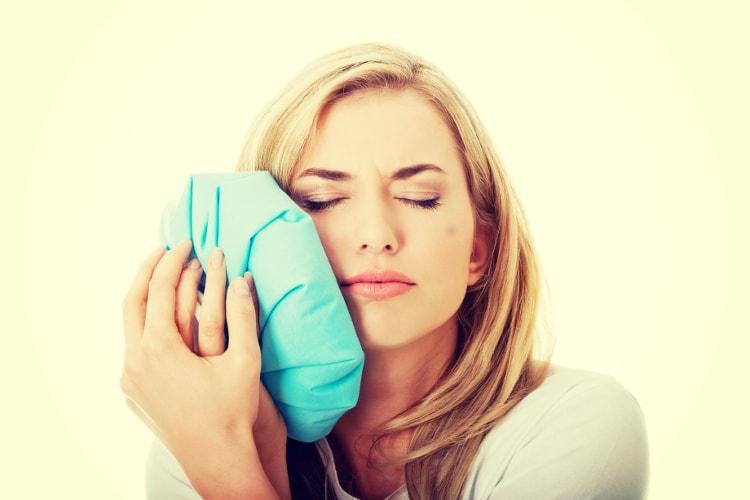 ból zęba po leczeniu kanałowym kobieta